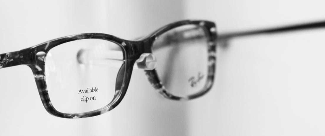 Brillen in vitrine
